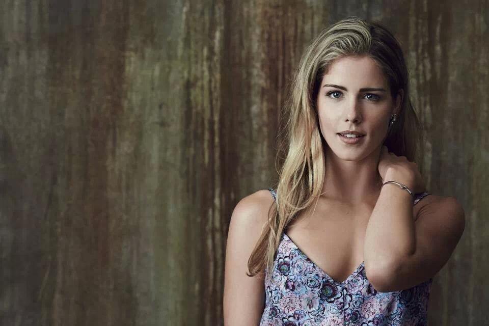 Arrow Emily Bett Rickards Hot