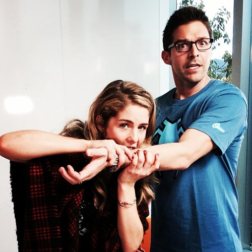 Emily Bett Rickards Hintergrund possibly containing a sign entitled Emily Bett Rickards