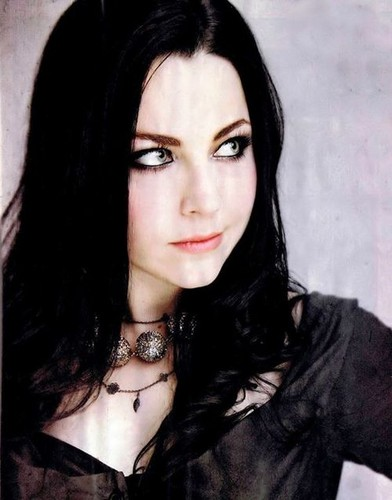Evanescence wallpaper containing a portrait titled Evanescence