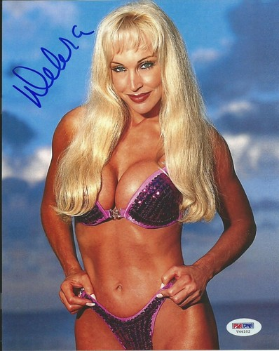 Former WWE Diva... Debra پیپر وال with a bikini called High Quality Autograph - Purple jewled Bikini
