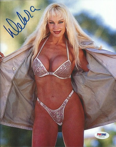 Bekas Diva WWE... Debra kertas dinding with a bikini entitled High Quality Autograph - Open Jacket/Bikini