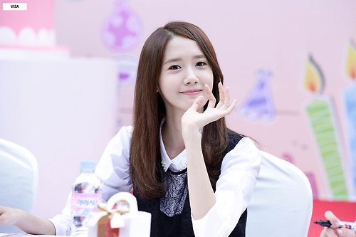Im yoonA 壁纸 containing a portrait entitled Lotte Fansign-Yoona