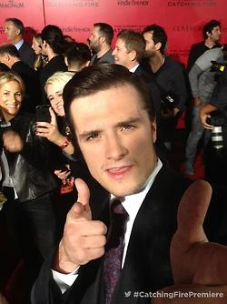 Josh Hutcherson fond d'écran containing a business suit entitled Josh's selfie