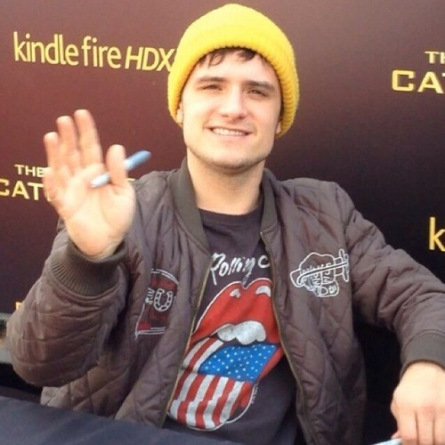 Josh Hutcherson wallpaper titled Josh♥