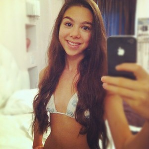 kira selfie
