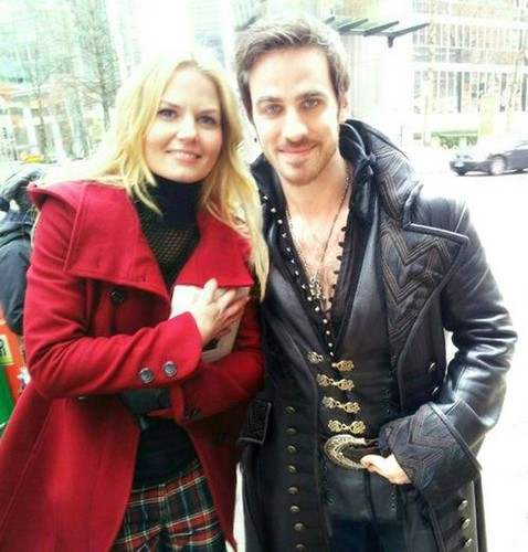 Laisalves8 Обои possibly with a well dressed person, a business suit, and an overgarment entitled Jennifer&Colin-BTS(November,2013)