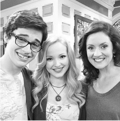 Liv and Maddie দেওয়ালপত্র probably with a portrait called cute family awwww