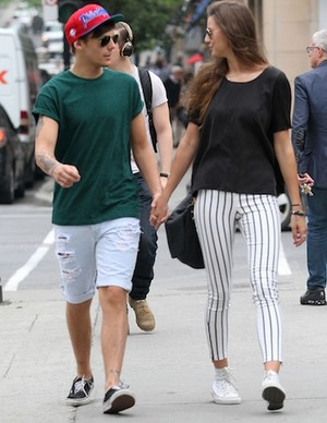 louis and eleanor holding hands