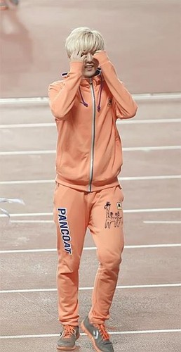 Luhan (루한) wallpaper entitled 130903 Idol Athletics Championship