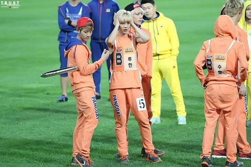Luhan (루한) wallpaper probably with a wicket called 130903 Idol Athletics Championship
