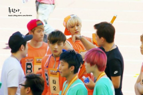 Lộc Hàm (루한) hình nền with a bearskin called 130903 Idol Athletics Championship