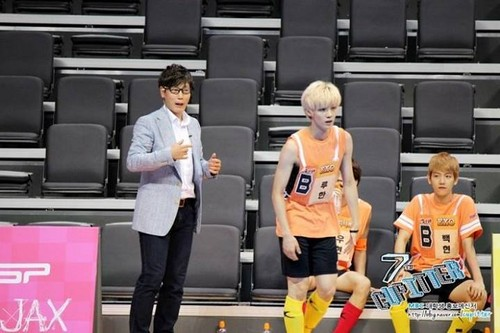 Luhan (루한) wallpaper probably with a basketball player entitled 130903 Idol Athletics Championship