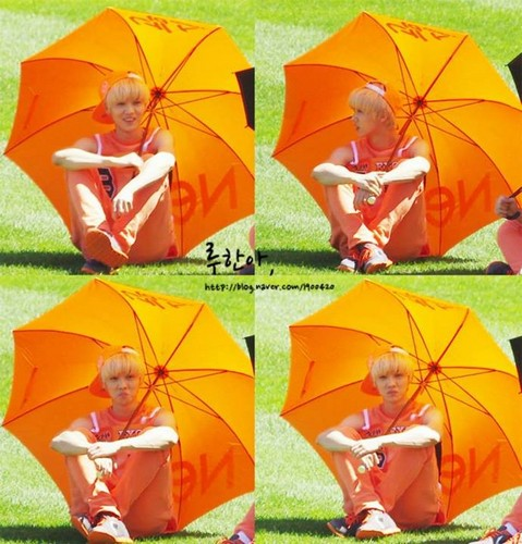 Luhan (루한) wallpaper containing a parasol titled 130903 Idol Athletics Championship