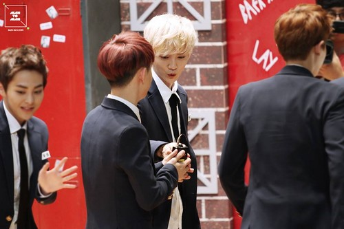 Luhan (루한) fond d'écran containing a business suit, a well dressed person, and a suit called 130820 Naver Starcast