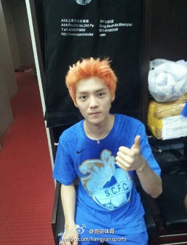 luhan (루한) wallpaper possibly with a sign called luhan Selca