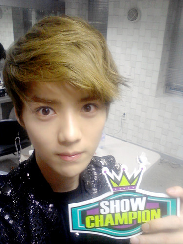 Luhan (루한) wallpaper probably with a sign titled Luhan Selca
