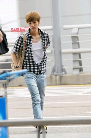 120527 LuHan Incheon Airport to Beijing Airport