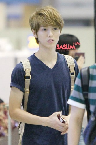 Luhan (루한) wallpaper called 120608 Beijing to Icheon to Taoyuan Airport