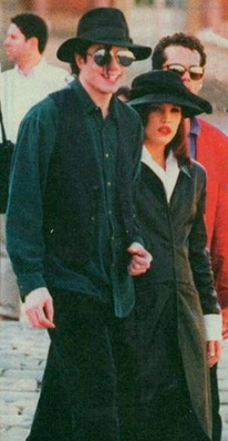 Michael And First Wife, Lisa Marie Presley In Paris Back In 1994