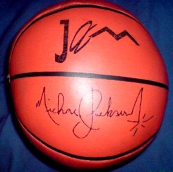 A Michael Jackson Autographed pallacanestro, basket