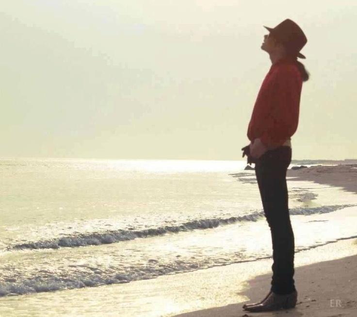 Michael Enjoying A Somber At The Beach Michael Jackson Photo 36199689 Fanpop