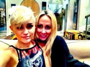 Miley wid her mom