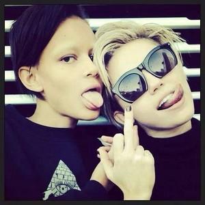 Miley rocks !!!!!!!!