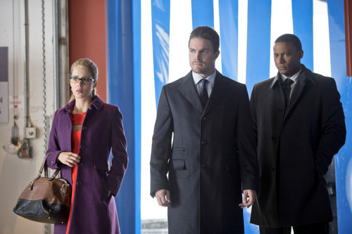 "Oliver & Felicity fond d'écran containing a business suit and a suit titled 2x08 ""The Scientist"""