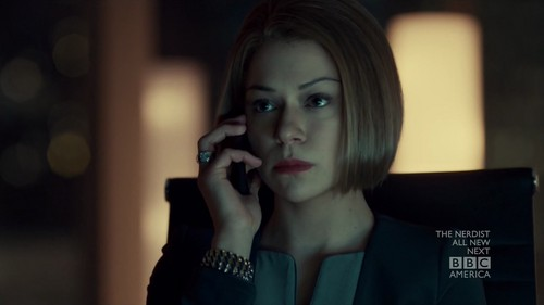 ulila itim wolpeyper possibly with a business suit and a portrait titled Orphan Black Season 02 Episode 10