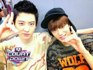 130620 CHANYEOL & KAI selca M! Countdown Backstage Read