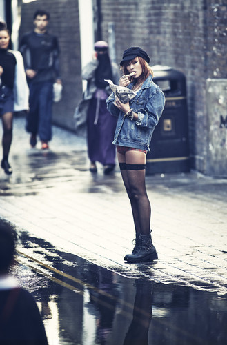 SISTAR (씨스타) wallpaper possibly with a jalan, street entitled Hyorin – cinta & Hate