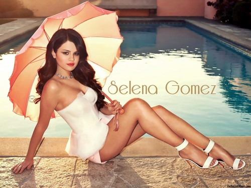Selena Gomez wallpaper possibly with a swimsuit, a parasol, and a bustier called seLenagomeZ