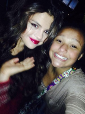 Selena meets Fans after her konzert - November 17