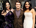 Daniel Radcliffe was flanked 의해 Evanescence's Amy Lee and Vanessa Hudgens