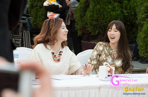 Lotte Fansign-Taeyeon and Sunny