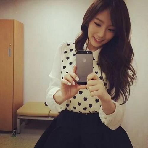 তাইয়েওন (এসএনএসডি) দেওয়ালপত্র entitled Taeyeon Instagram Update ♥