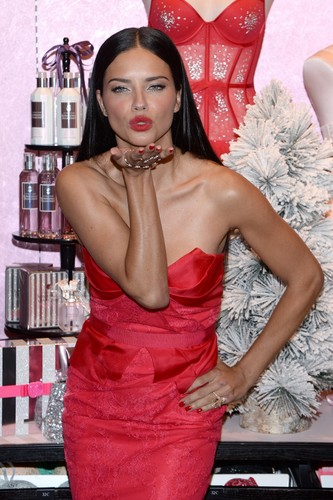 Adriana Lima wallpaper possibly with a cocktail dress, a cena dress, and a strapless called Adriana Lima