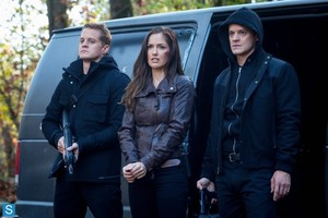 Almost Human - Episode 1.05 - Blood Brothers - Promotional foto-foto