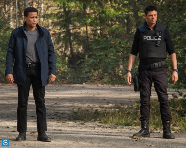Almost Human - Episode 1.05 - Blood Brothers - Promotional 照片