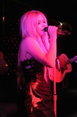 Avril Lavigne CD Release Party, NY (Nov 05)