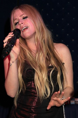 Avril Lavigne CD Release Party, NY (Nov 05)
