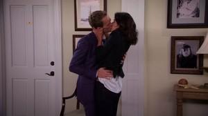 Barney loves Robin