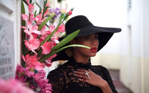 """Beyonce پیپر وال probably containing a fedora and a boater titled Beyonce """"Heaven"""""""