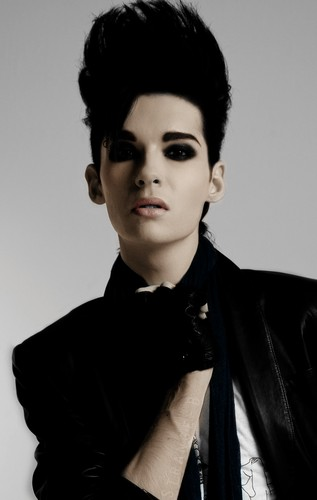 Bill Kaulitz 壁纸 probably containing a well dressed person and a business suit entitled Bill Kaulitz