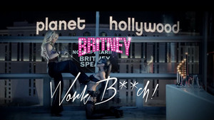 Britney Spears Work menggerutu, jalang !
