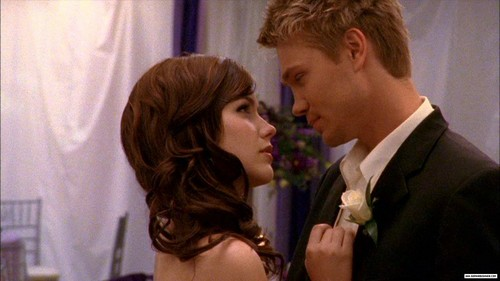 Brucas Hintergrund possibly with a business suit called brooke and lucas