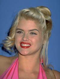 मशहूर हस्तियों जो जवान मारे गए वॉलपेपर containing a portrait and attractiveness called Anna Nicole Smith