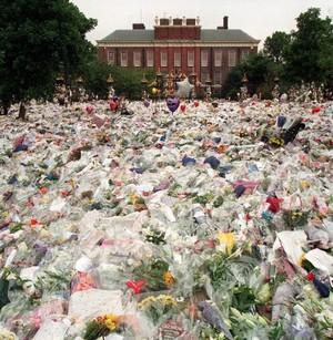 A Makeshift Memorial For Princess Diana At Kensington Palace Back In 1997