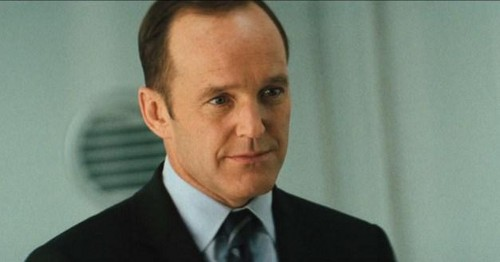 Coulson & Skye fond d'écran containing a business suit and a suit entitled Phil Coulson