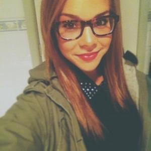 Dena Selfie